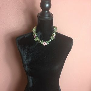Necklace with roses and green detail